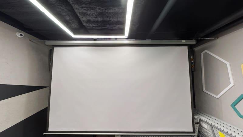 оборудованная комната в зале